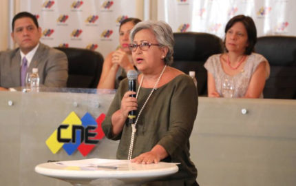 """La presidenta del Consejo Nacional Electoral rechazó que la comunidad internacional pretenda """"suspender"""" los comicios electorales"""