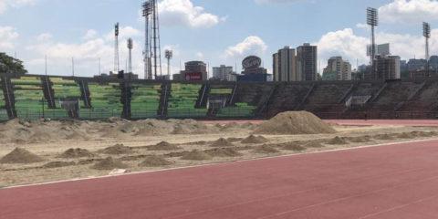 La ausencia de estadios y canchas de fútbol aptas en la capital obliga a algunos de esos equipos jueguen en ciudades alternas
