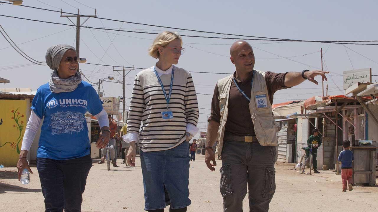 doble llave - Luego de tras realizar una visita de varios días a campamentos de refugiados en ese país asiático como embajadora especial de la ONU la actriz se mostró preocupada por la situación de las personas que pronto enfrentarán la época de lluvias monzónicas