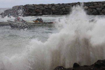 doble llave - Fuerte oleaje se genera en las costas venezolanas