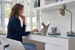La licenciada en administración Dessiré Izaguirre creó la plataforma profesionalvirtual.net con la que forma a nuevos asistentes virtuales y emprendedores