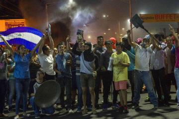 Enfrentamiento tuvo lugar en la Upoli, donde estudiantes se realizaban una vigilia en memoria de los fallecidos en las protestas
