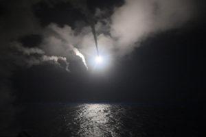 Sin embargo, el director del OSDH, Rami Abdel Rahman, aseguró que los misiles no golpearon ninguna de esas bases