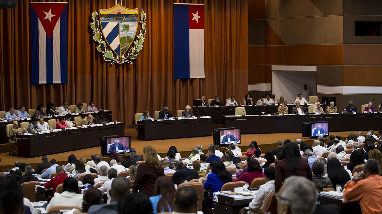 La Asamblea Nacional cubana abrió su IX Legislatura en una sesión de dos días donde se producirá el relevo de Raúl Castro