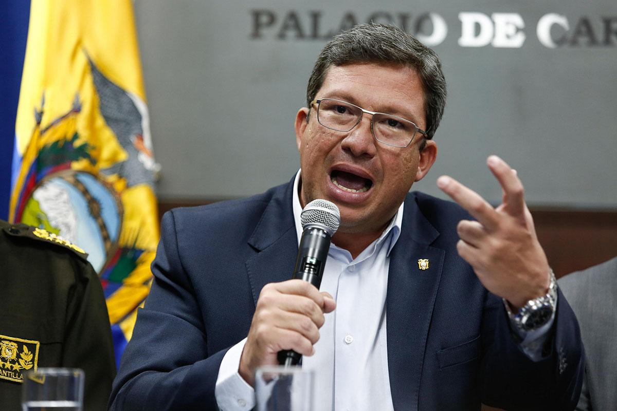 La información la dio a conocer el ministro de interior del país, César Navas, quien añadió que la Cruz Roja se encargará del rescate de los cuerpos de los periodistas