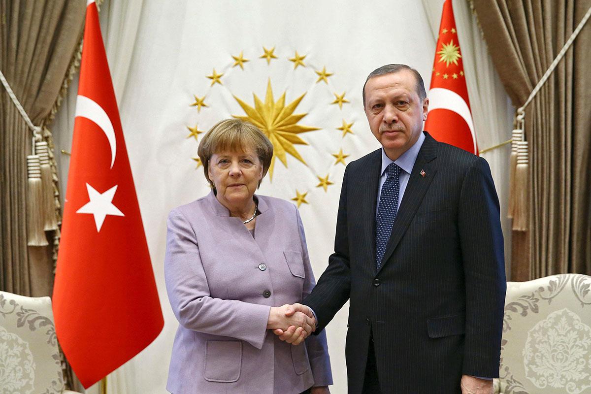 El Ejecutivo alemán apoya las acciones recientes de Estados Unidos, Francia y Reino Unido contra Siria por el ataque con armas químicas a Duma