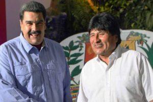 El mandatario fue recibido por el canciller venezolano, Jorge Arreaza, en el Palacio de Miraflores