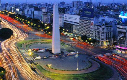 Doble Llave - La industria turística puso su foco en el país suramericano como parte delos acuerdos firmados para ampliar la generación de empleos y el crecimiento económico