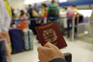 A través de las redes sociales los ciudadanos reportan largas colas frente al ente para conseguir la visa de Responsabilidad Democrática