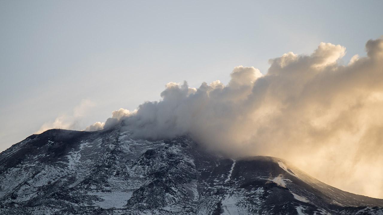 Doble Llave - Alerta naranja en Chile por aumento de actividad de volcán