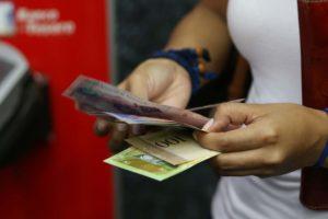 El presidente del BCV, Ramón Lobo, señaló que desde el 4 de junio todas las entidades bancarias deben dispensar el nuevo billete