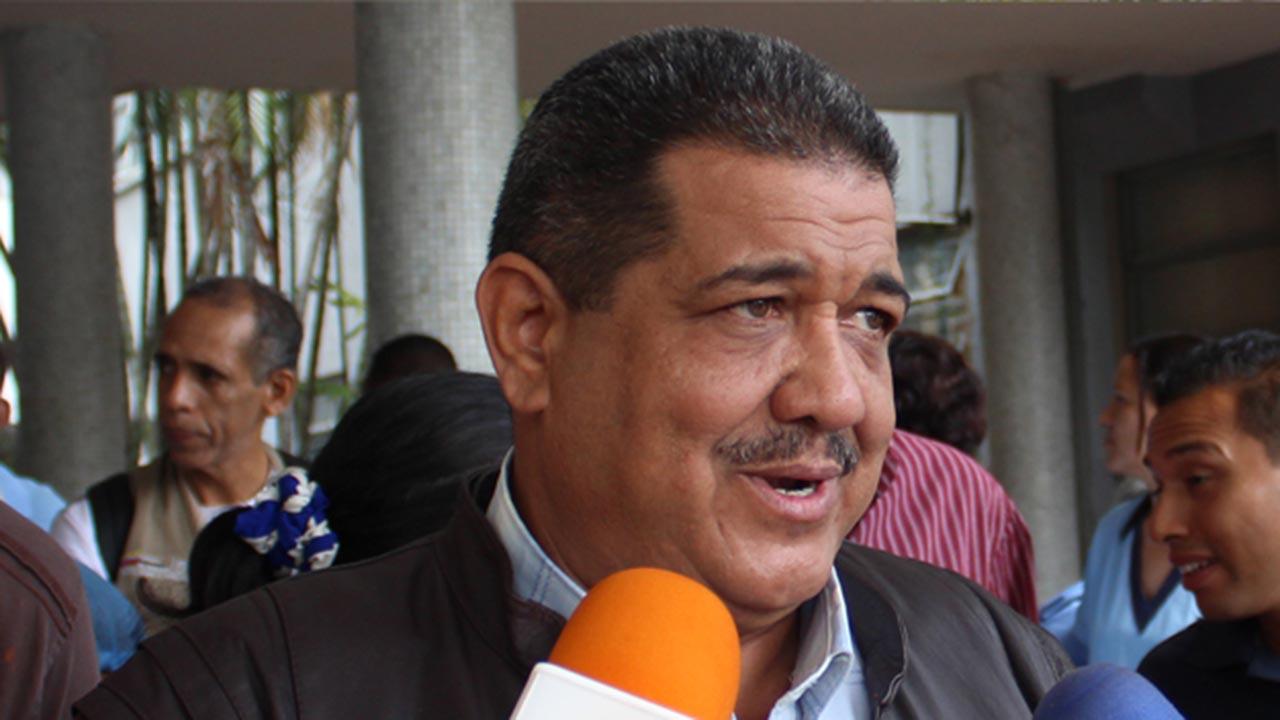El representante gremial acusa al Ministerio de Salud por el mal estado de los centros asistenciales
