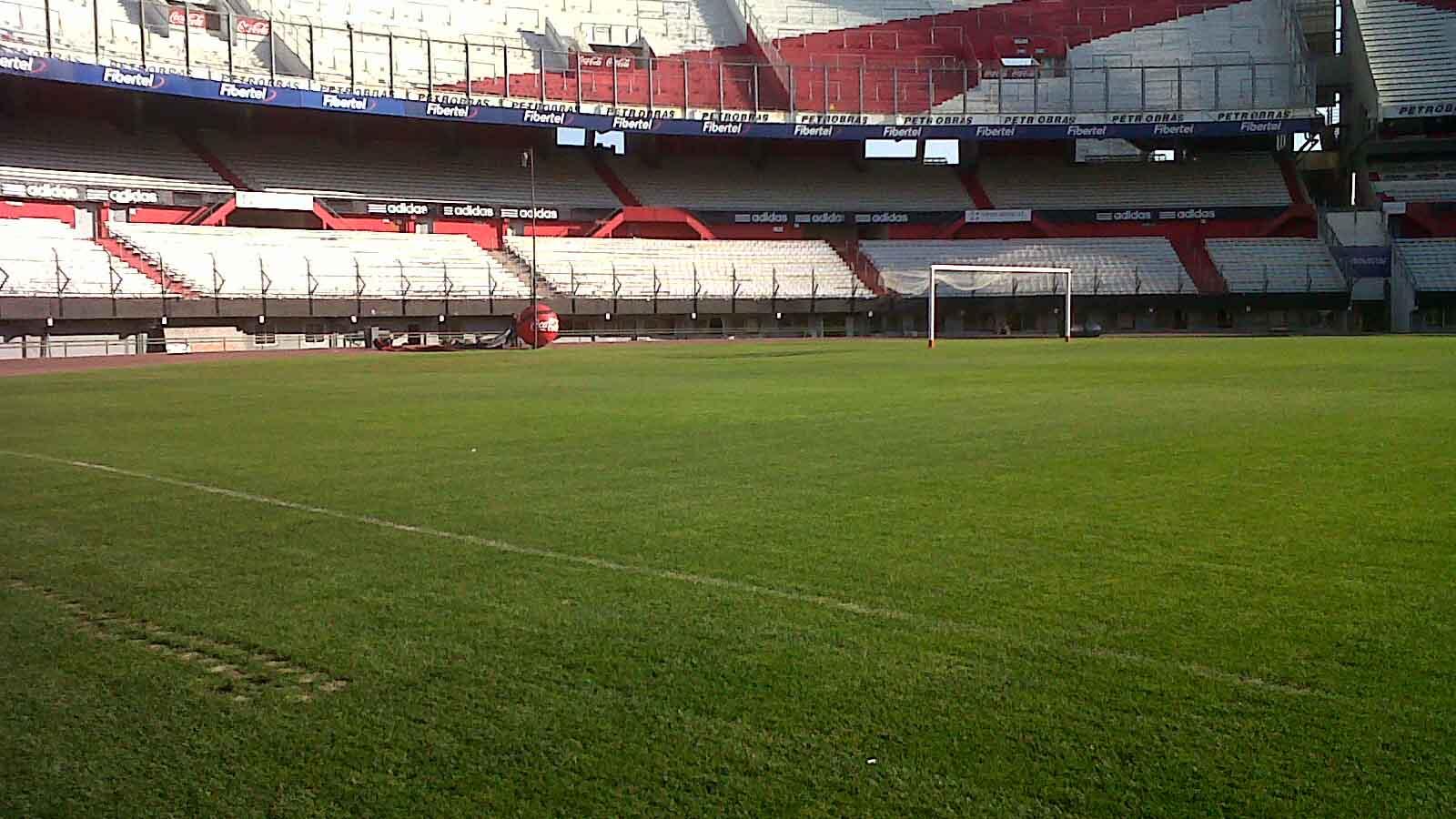 Doble Llave - Investigan denuncia de abuso a menores en club de fútbol argentino