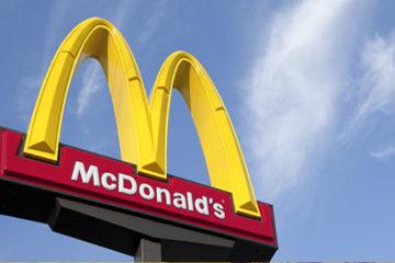 La cadena de restaurantes de comida permitirá a los clientes ordenar, personalizar su hamburguesa y pagar desde pantallas táctiles