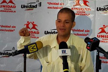 El diputado Omar Ávila, entregó una carta donde solicita el encuentro entre representantes de partidos opositores