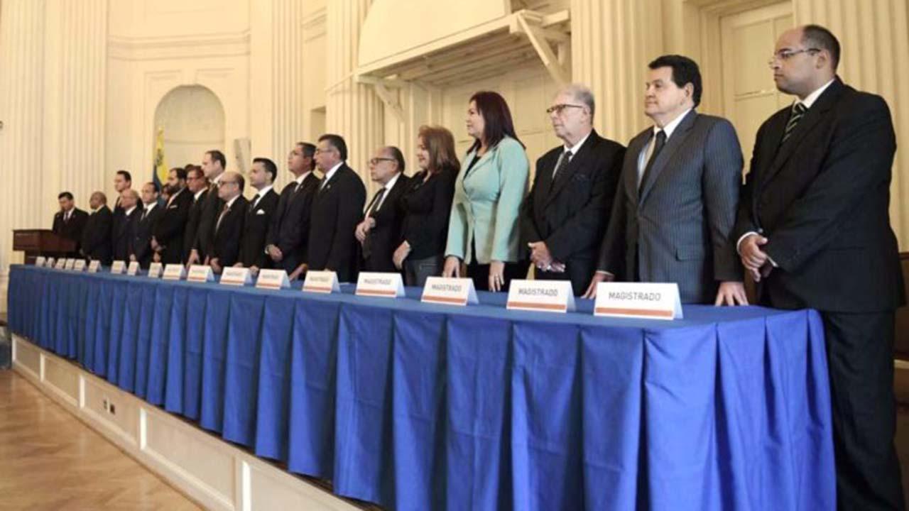 http://www.el-nacional.com/noticias/politica/tsj-exilio-hay-meritos-suficientes-para-enjuiciar-maduro_230145