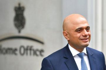 Sajid Javid asumirá el cargo luego de la dimisión presentada por Amber Rudd ante las polémicas migratorias