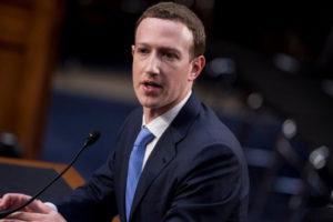 El creador de la red social aseguró que también sus informaciones fueron a parar a la controvertida empresa de análisis de datos