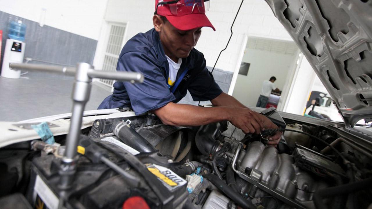 Doblellave-Producción de autopartes del país se redujo 37% en lo que va de año