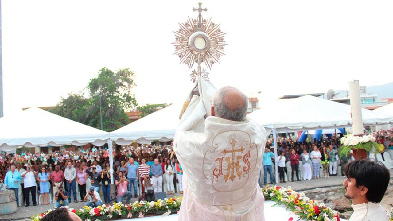Doblellave-Feligreses asistieron a Misa de la Bendición del Mar en Puerto Cabello