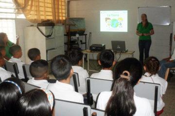 """Alumnos de la Escuela Primaria Bolivariana """"Mateo Liscano Torres"""" recibieron charlas organizadas por el Minea"""