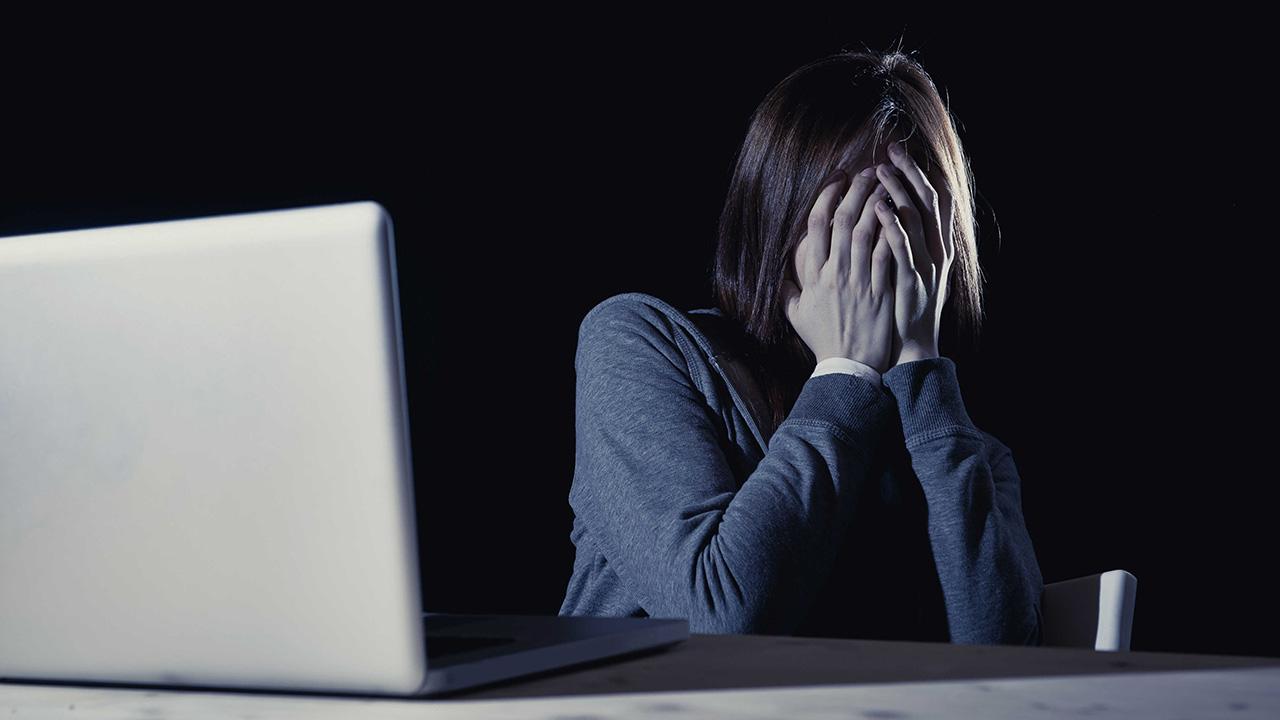 A través de un impactante video se llama la atención sobre las consecuencias de compartir un contenido ofensivo