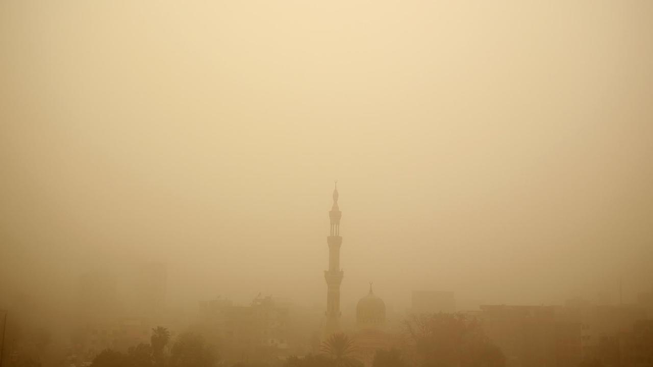 La noche del miércoles un temporal de polvo azotó la región, a la que pertenece también la capital, Nueva Delhi