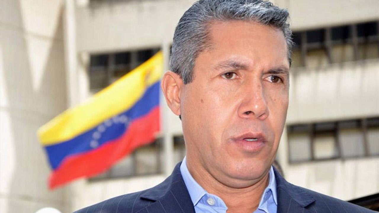 El excandidato presidencial, Henri Falcón, informó que la medida fue tomada por las irregularidades presentadas en lo comicios por parte del CNE