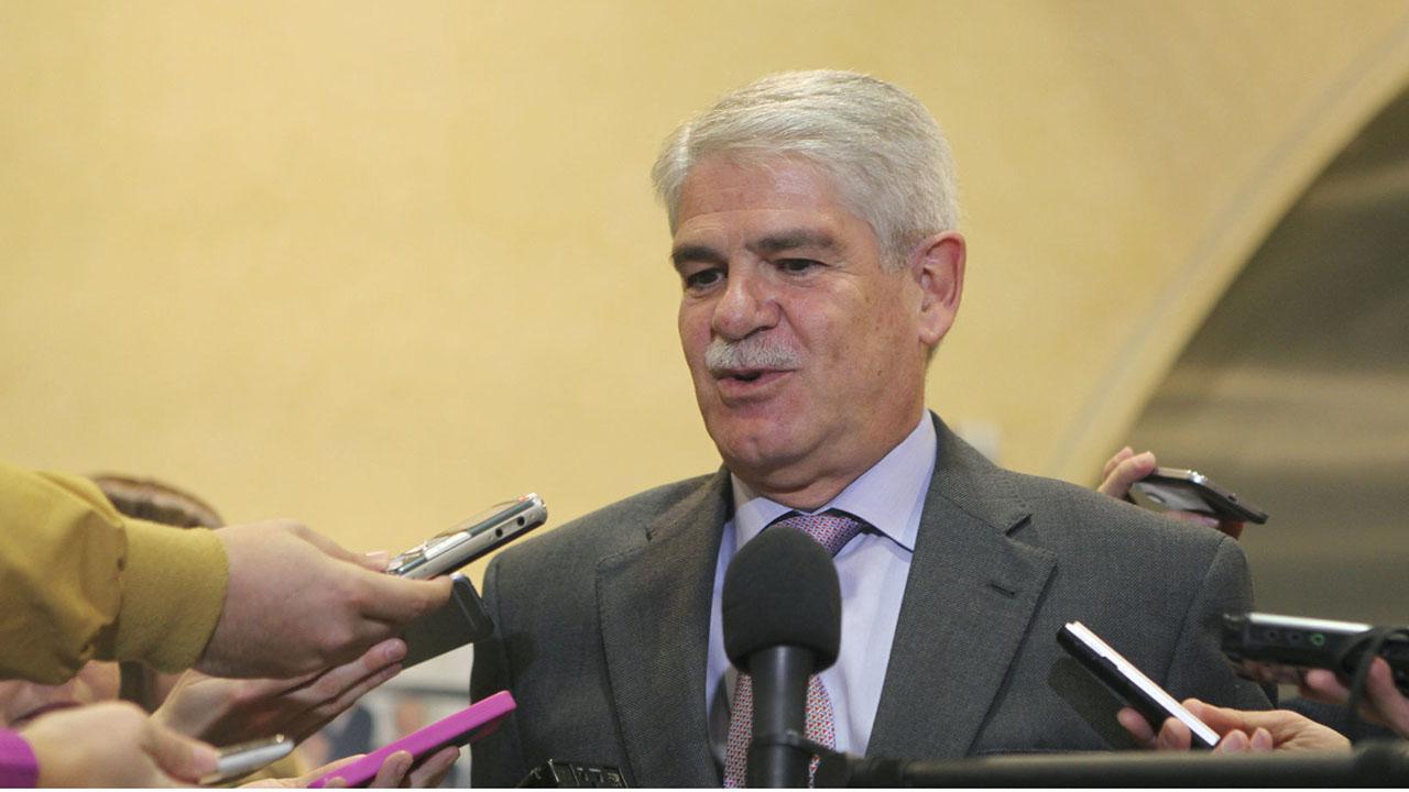 El ministro español de Asuntos Exteriores, Alfonso Dastis, anunció que se tiene previsto incluir una nueva lista de personas para ser penalizados