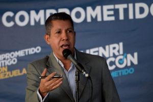 El aspirante a la presidencia denunció la colocación de puntos rojos cerca de los centros y llamó al CNE a tomar cartas en el asunto