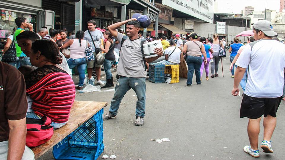 Nicolás Maduro, aseguró que la Revoluciona Bolivariana no puede permitir que mafias bachaqueras roben al pueblo