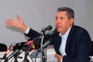 El candidato presidencial sostiene el plan de dolarizar la economía del país