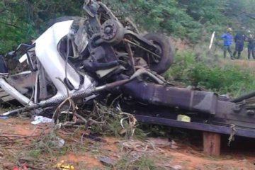 El accidente se registró la mañana de este lunes cuando un camión que trasladaba a 40 personas se volcara