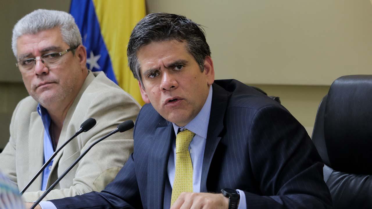 El diputado Rafael Guzmán reiteró que el país necesita controlar la hiperinflación y no nuevos billetes
