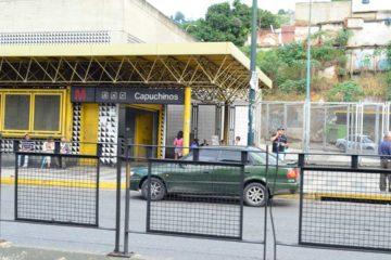 Usuarios arremetieron en contra del delincuente dentro del vagón y evitaron que este desalojara el tren
