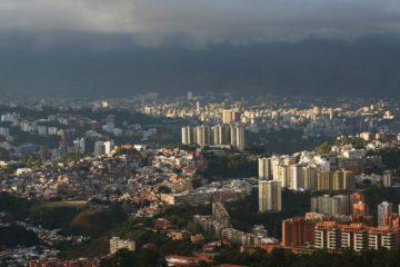 Partes de Caracas se quedaron sin electricidad al mediodía