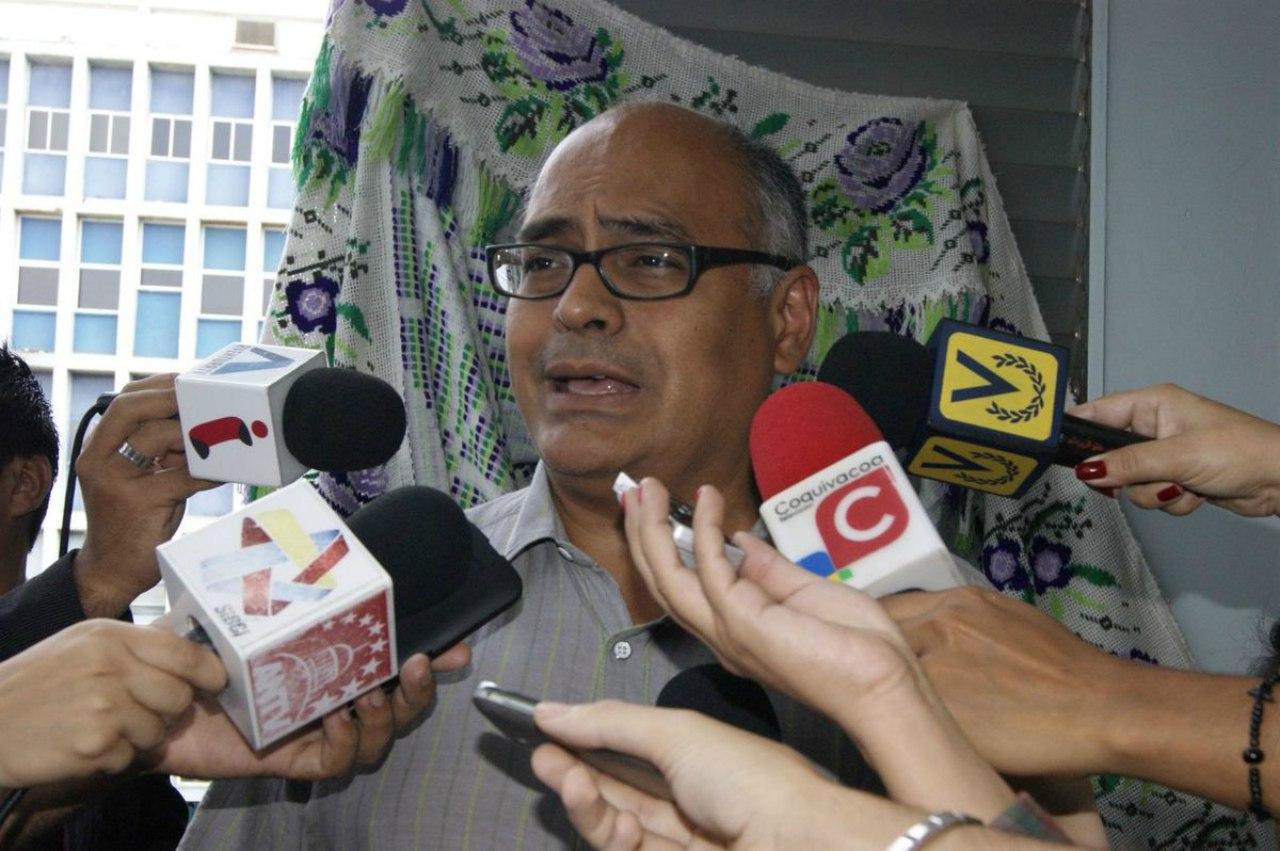 Carlos Alvarado es nombrado nuevo ministro de salud
