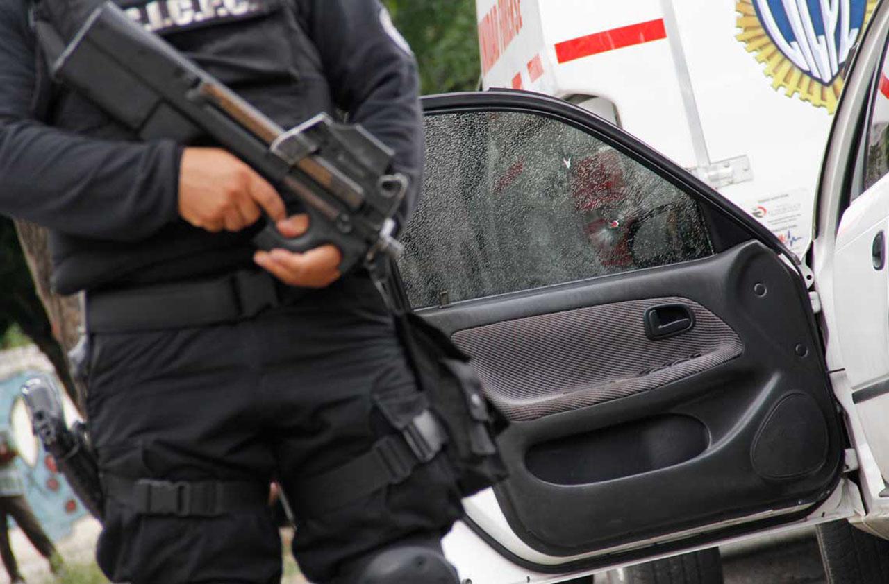 La víctima de unos 35 años de edad se encontraba en situación de calle y presentaba varios disparos en su espalda