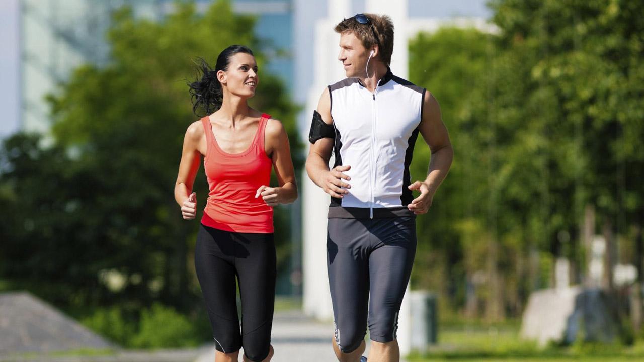 Según un estudio realizado por Harvard Medical School arrojó que practicar actividades físicas disminuye un 47% el desánimo