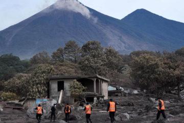 Brigadas del Ejército se trasladaron hasta San Miguel de Los Lotes donde ubicaron a los cuerpos que dejó la erupción volcánica