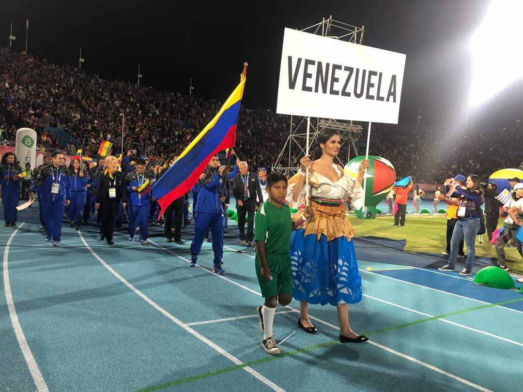 El jefe de Estado envió un mensaje a los deportistas que obtuvieron el tercer lugar en la competencia realizada en Bolivia