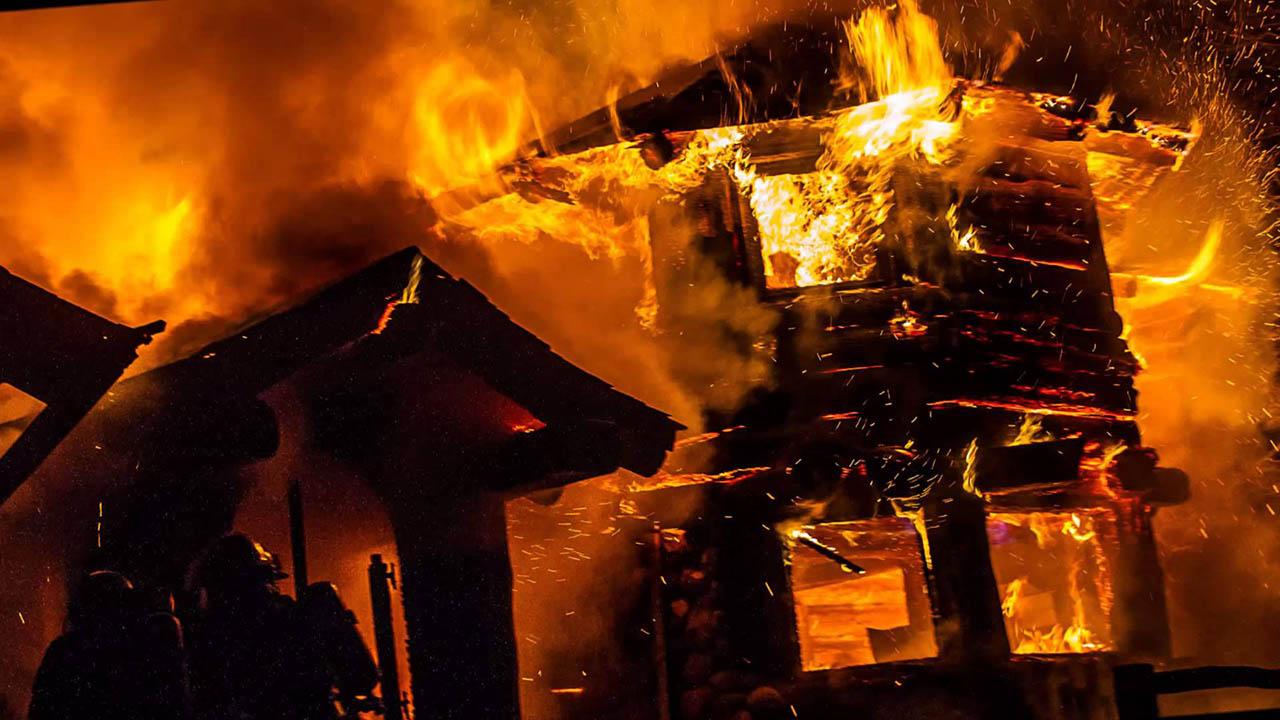 Otras 70 resultaron heridas tras el fuego que se desató y se propagó hacia varias casas de la zona