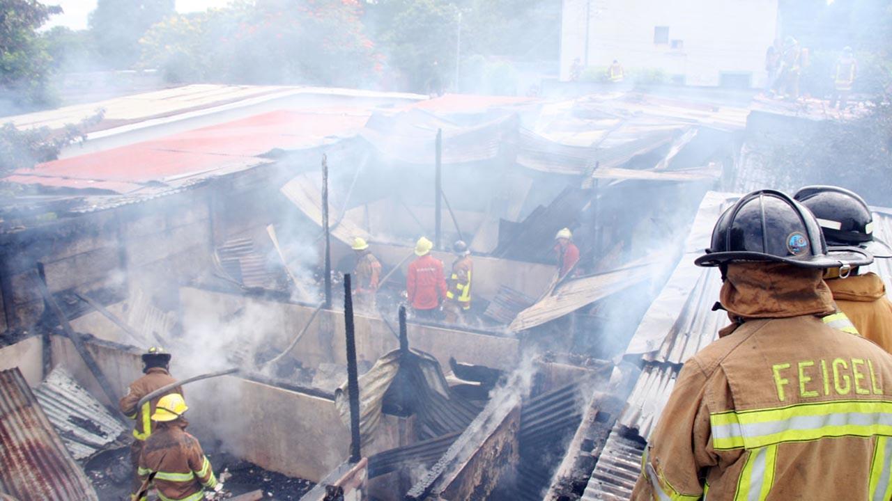 """Testigos señalan que el fuego fue ocasionado por fuerzas """"parapoliciales"""" que intimidan a la población que protesta en contra del Gobierno"""