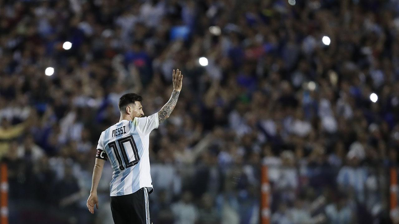 El video de cuatro minutos ahonda en las pruebas y obstáculos que ha tenido que superar el futbolista argentino