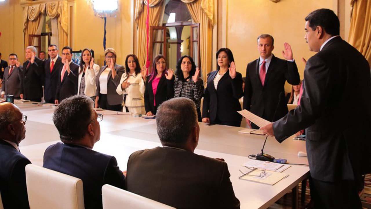 """El jefe de Estado celebró que siete mujeres estén al frente de cargos Ejecutivos a lo que señaló que es el camino para llegar al """"equilibrio de género"""""""