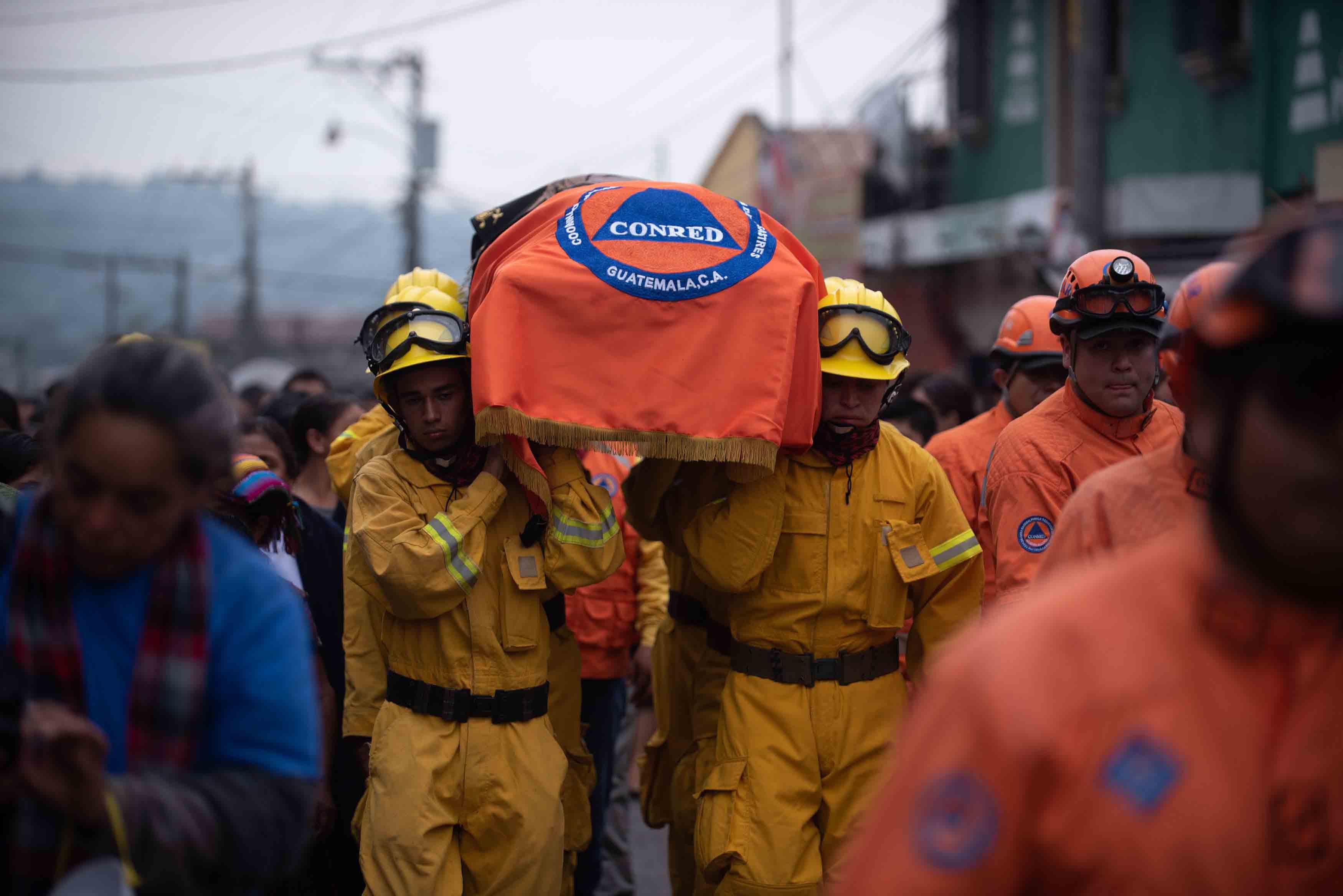 Este miércoles fueron hallados seis cadáveres bajo los escombros volcánicos que sepultaron la comunidad de San Miguel Los Lotes