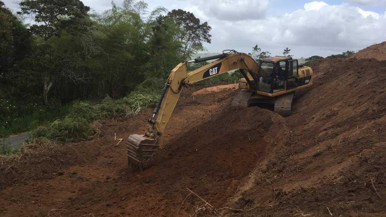 Habitantes del sector denuncian la afectación del terreno que viola la propiedad privada al no contar con los permisos requeridos