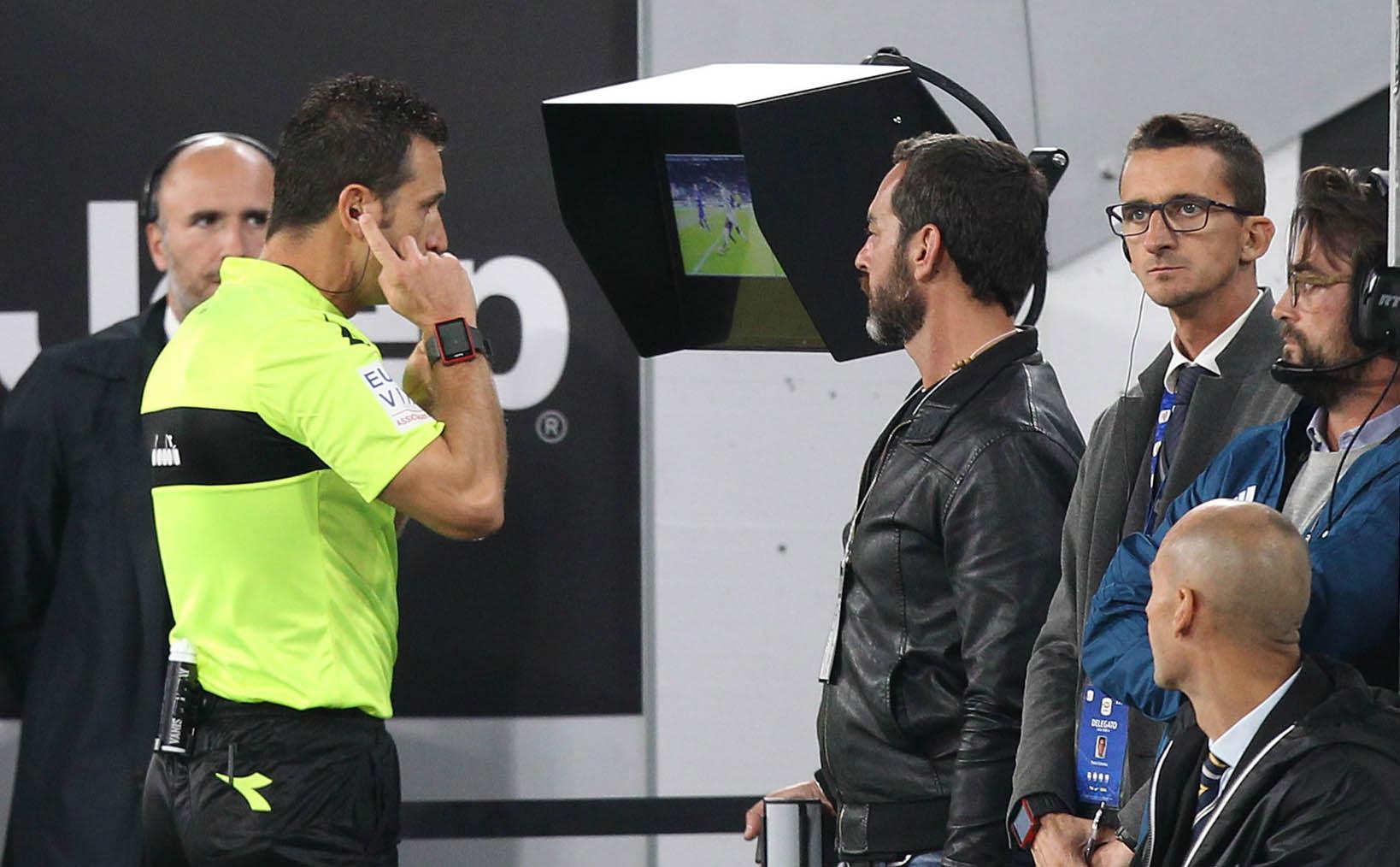 doble llave - El principal ente rector del Mundial de Fútbol mostró satisfacción con los resultados que ha dado la tecnología del video en el arbitraje