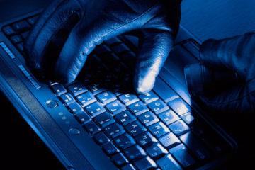El grupo contacta a las víctimas ofreciendo un servicio de soporte técnico para corregir el error