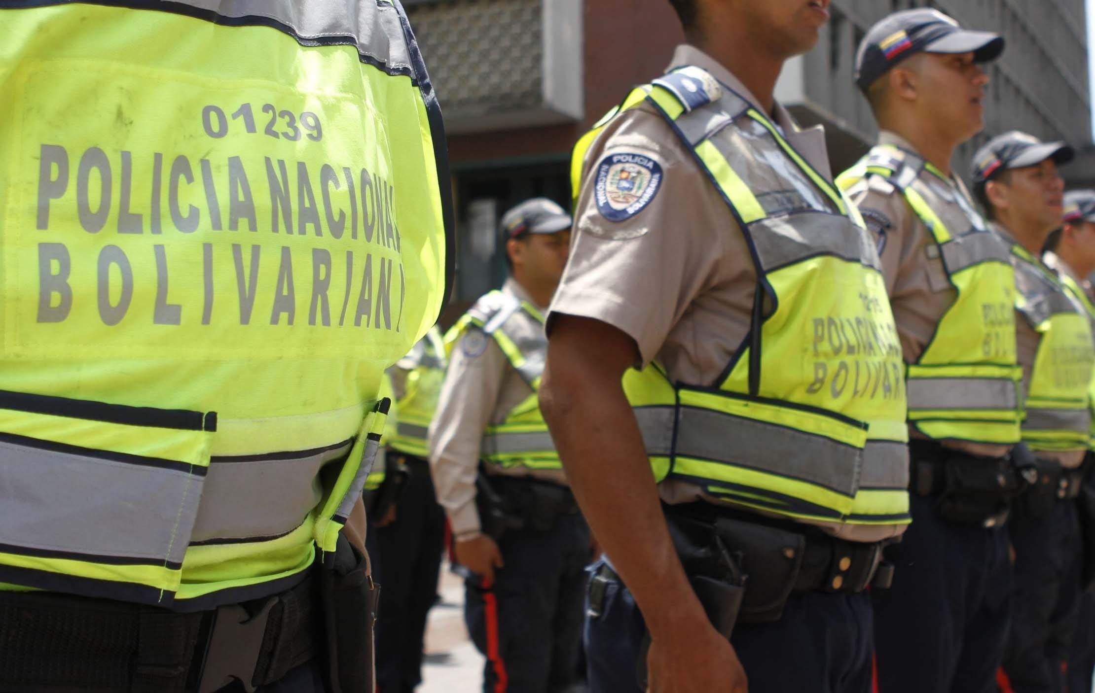 DOBLE LLAVE - Se trata de agresión y tortura cometida por parte de ocho funcionarios de la Policía Nacional Bolivariana en la sede de Corpoelec en Maracaibo